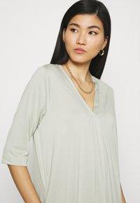 Cream - MODALA DRESS - Sukienka z dżerseju - desert sage - 4