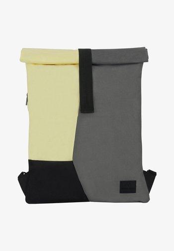 ROLL TOP OSKAR - Ryggsäck - grau-gelb