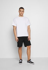 Carhartt WIP - NEWEL MAITLAND - Denim shorts - black rinsed - 1