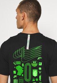 Nike Sportswear - M NSW WORLDWIDE GLOBE  - T-shirt imprimé - black - 4
