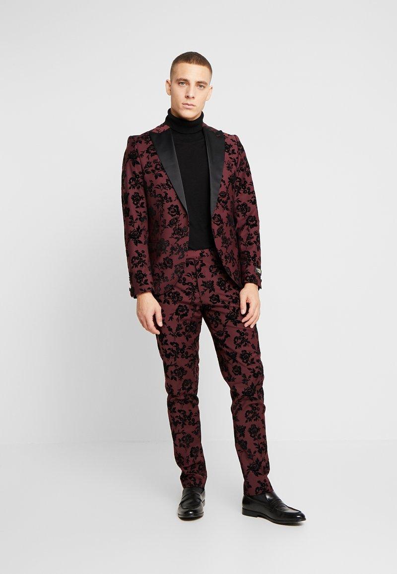 Twisted Tailor - KADI FLORAL FLOCK SUIT - Completo - burgundy