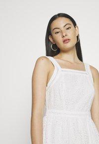 Superdry - BLAIRE BRODERIE DRESS - Sukienka letnia - chalk white - 3