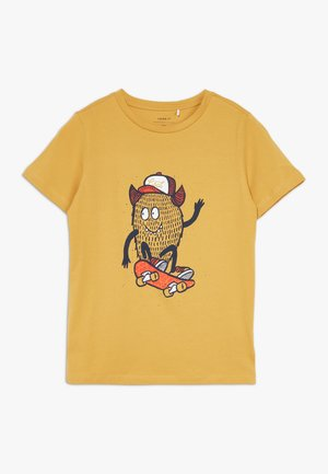 NKMDAWI  - T-shirt med print - amber gold
