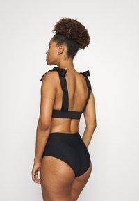 We Are We Wear - AVA TIE SHOULDER - Bikini top - black - 2