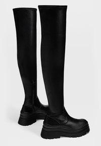 Stradivarius - FLACHE MIT PROFIL - Stivali sopra il ginocchio - black - 3