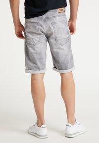 Petrol Industries - SHORTS - Denim shorts - dusty silver - 2
