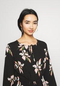 ONLY - ONLCARRIE TIE SHORT DRESS - Kjole - black/nature mix - 4