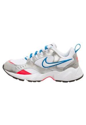 AIR HEIGHTS SNEAKER DAMEN - Sneakers - white / photo blue / metallic silver