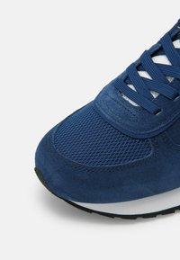 Colmar - Trainers - blue / white - 6