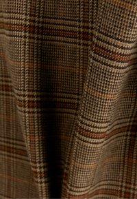Bershka - KURZER MIT  SCHNITT  - Blazer - brown - 5