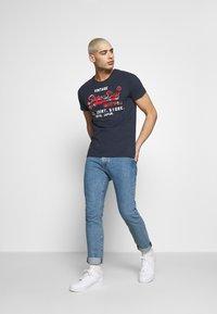 Superdry - INFILL STORE TEE - Print T-shirt - lauren navy - 1