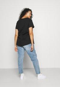 Nike Sportswear - TEE FEMME PLUS - Print T-shirt - black - 2