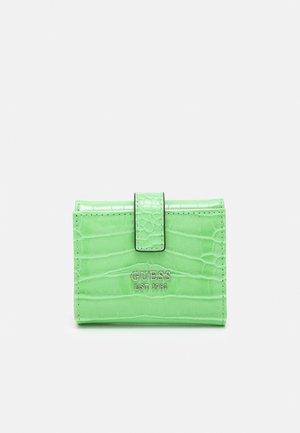 KATEY PETITE TRIFOLD - Wallet - green