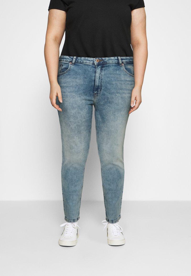 ONLY Carmakoma - CARENEDA MOM - Straight leg jeans - light blue denim