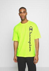 Champion - CREWNECK - T-shirt con stampa - neon yellow - 0
