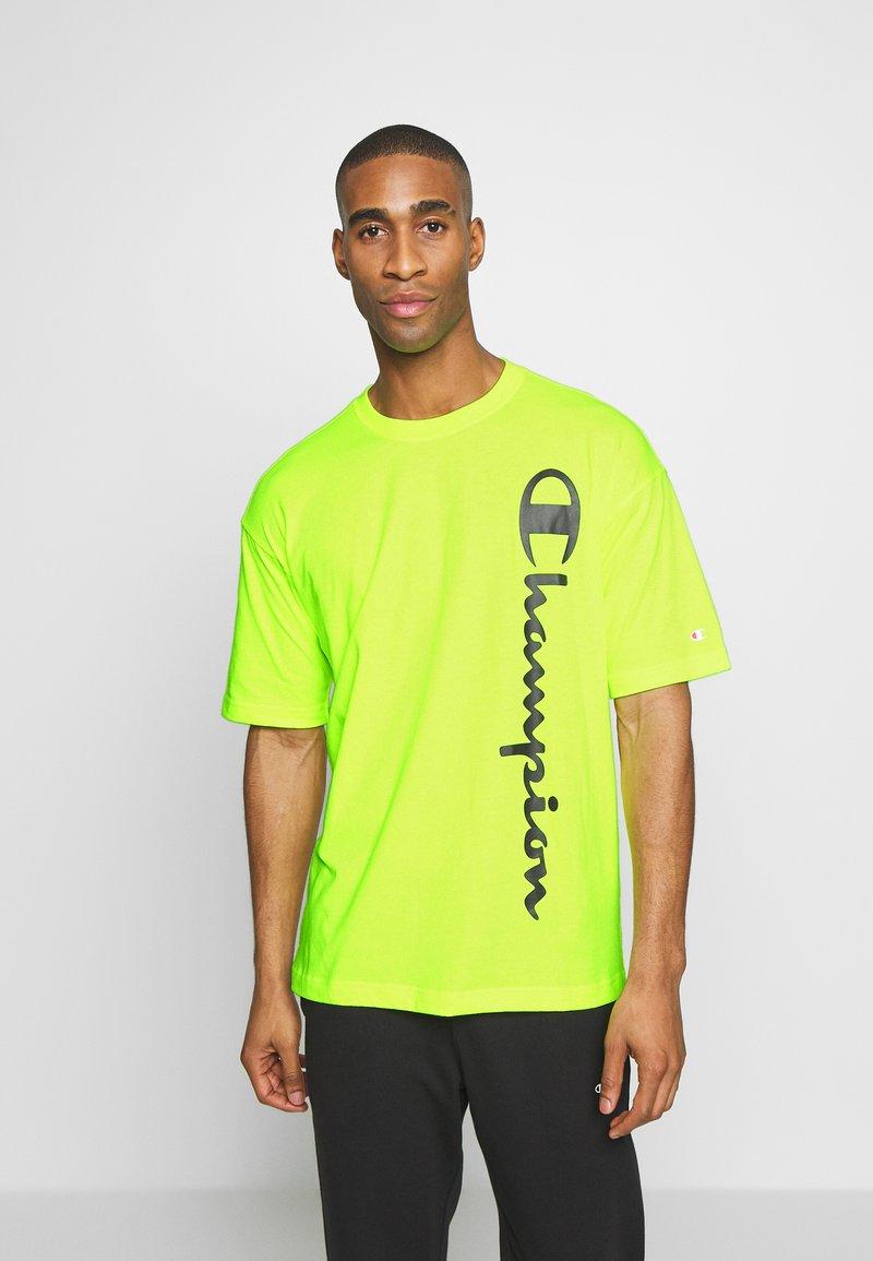 Champion - CREWNECK - T-shirt con stampa - neon yellow