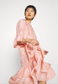 Stella Nova - KIMI - Denní šaty - peach beige - 3