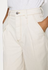 BDG Urban Outfitters - ERIN COCOON - Džíny Relaxed Fit - ecru - 4