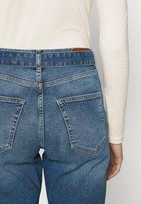 ONLY - ONLVENEDA LIFE MOM BELT - Relaxed fit jeans - dark blue denim - 3