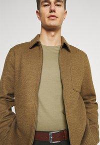 Marc O'Polo DENIM - SMALL CHEST  LOGO 2 PACK - Basic T-shirt - black / olive - 5