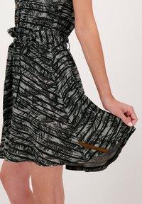 alife & kickin - SCARLETTAK - Jersey dress - steal - 4