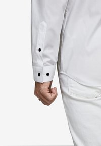 Jack & Jones PREMIUM - JPRVICTOR SLIM FIT - Skjorta - white - 3