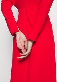 Victoria Beckham - DOLMAN MIDI DRESS - Denní šaty - tomato red - 6