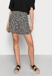 Selected Femme - FUMA  - Shorts - black - 0