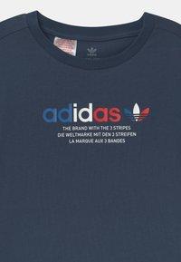adidas Originals - TRI COLOUR LOGO UNISEX - Print T-shirt - crew navy - 2