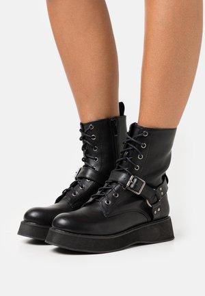 VEGAN - Platåstøvletter - black