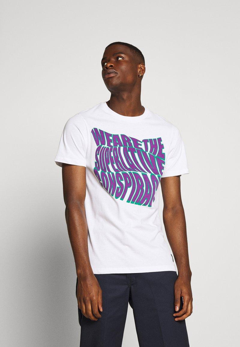 WeSC - MASON WARP CONSPIRACY - T-shirt imprimé - white