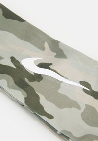 Nike Performance - FURY HEADBAND - Orejeras - stone/medium olive/white - 3