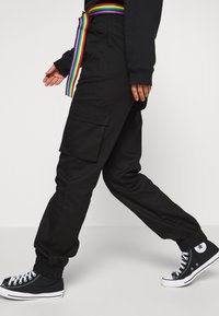 Missguided - PRIDE RAINBOW BELTED TROUSER - Cargo trousers - black - 4