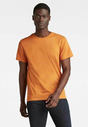 BASE-S - T-shirt - bas - orange