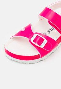 Kickers - SUNKRO - Sandals - rose/blanc - 5