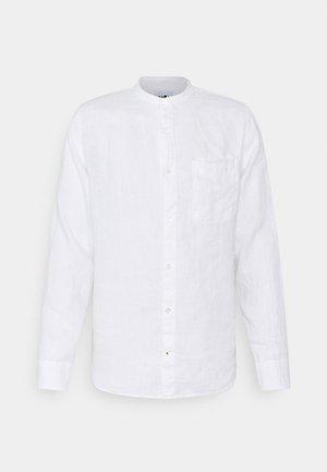 JUSTIN - Camisa - white