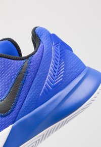 Nike Performance - KYRIE FLYTRAP II - Basketball shoes - blue - 5