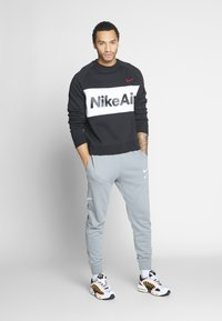 Nike Sportswear - M NSW PANT FT - Verryttelyhousut - particle grey - 1