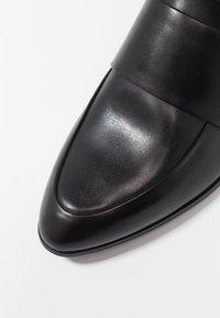 Vagabond - Slippers - schwarz - 2