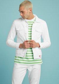 Guess - SLIM - Denim jacket - weiß - 5