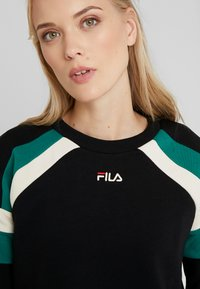 Fila Tall - EIBHLEANN CREW - Bluza - black/whitecap gray/everglade - 3
