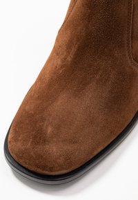 Kennel + Schmenger - ZOE - Classic ankle boots - castoro - 2
