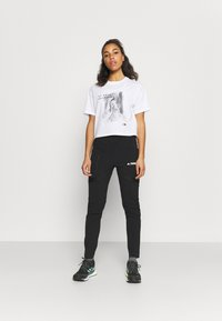 The North Face - CROP TEE - T-shirt con stampa - white - 1