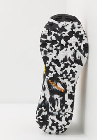 adidas Performance - TERREX TWO ULTRA PARLEY - Laufschuh Trail - solar gold/core black/footwear white - 4