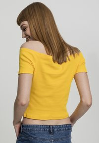 Urban Classics - Print T-shirt - chrome yellow - 2