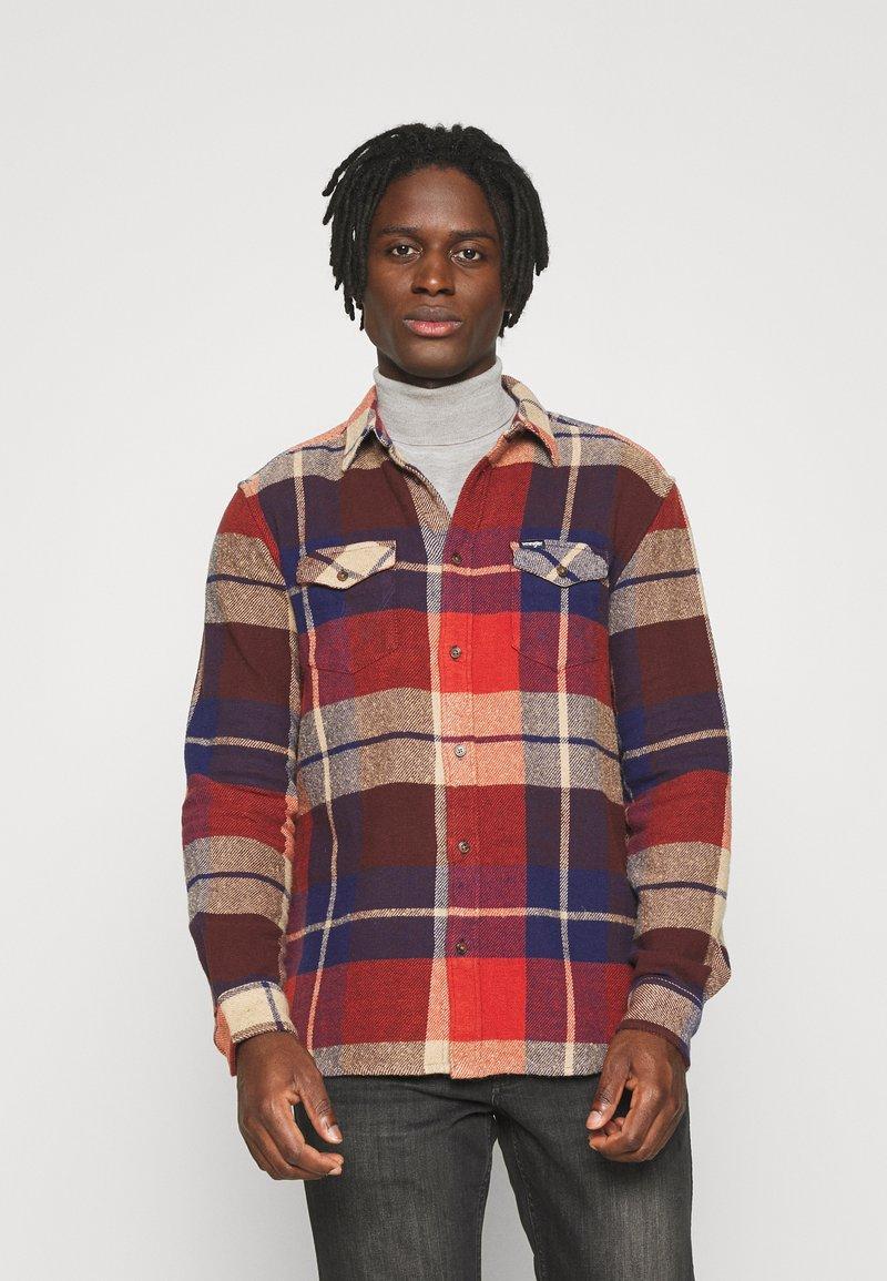 Wrangler - FLAP - Shirt - patriot blue/red
