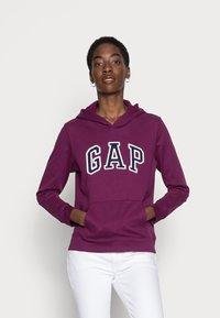 GAP - FASH - Bluza z kapturem - beach plum - 0