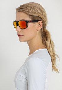 Oakley - HOLBROOK XL - Zonnebril - prizm ruby - 3