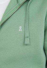 ARMEDANGELS - Zip-up sweatshirt - misty grass - 3
