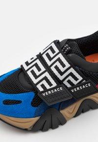 Versace - UNISEX - Trainers - nero/lapis/navy/heat - 5